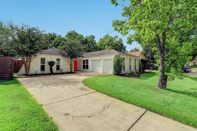 Houston Single Family Home For Sale: 2210 Holly Knoll Street
