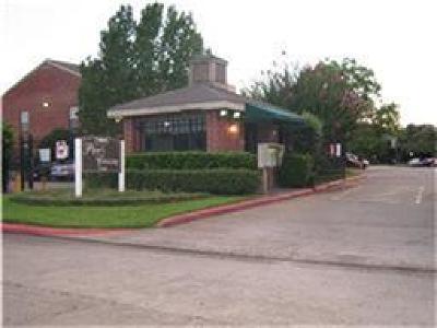 Houston Condo/Townhouse For Sale: 12500 Sandpiper Drive #88