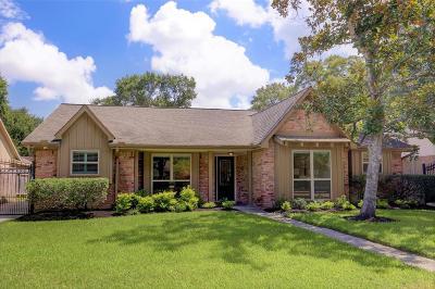 Houston Single Family Home For Sale: 5834 Braesheather Drive