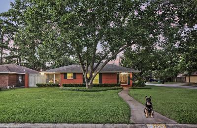 Oak Forest Single Family Home For Sale: 2002 De Milo Drive