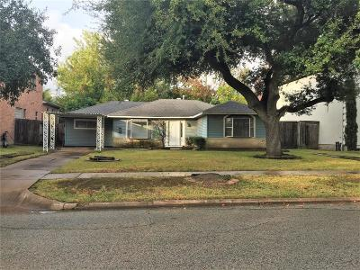Bellaire Single Family Home For Sale: 4534 Oakdale Street