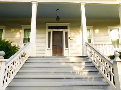 Columbus Single Family Home Pending: 904 Live Oak And 717 Preston Street