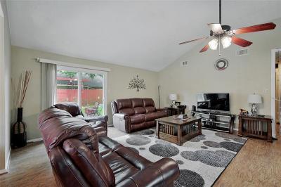 Sugar Land Single Family Home Pending: 2410 Barrington Place Drive