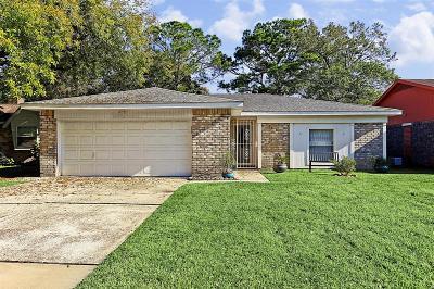 Friendswood Single Family Home For Sale: 16707 Blackhawk Boulevard