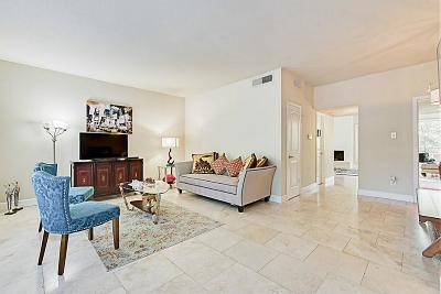 Houston Condo/Townhouse For Sale: 1802 Stoney Brook Drive #105