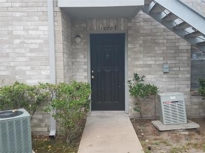 Houston Condo/Townhouse For Sale: 10707 Braes Bend Drive
