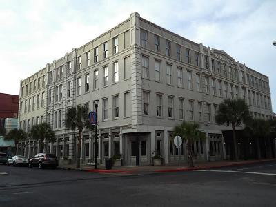 Galveston Condo/Townhouse For Sale: 2207 Post Office Street #206