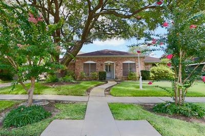 Houston Single Family Home For Sale: 9411 Braewick Drive