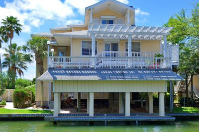 Tiki Island Single Family Home For Sale: 1330 Coral Way