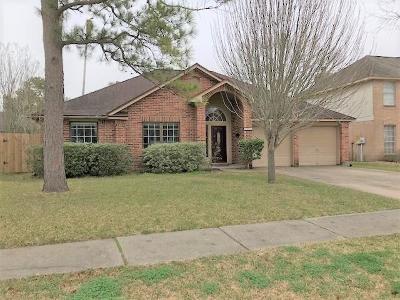 League City Single Family Home For Sale: 2004 Landing Boulevard