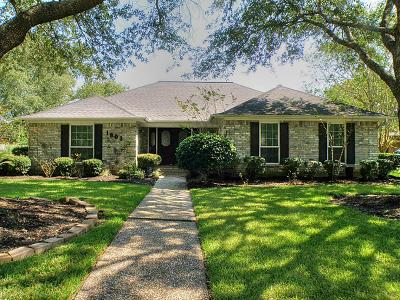 Friendswood Single Family Home For Sale: 1903 Hunt Drive