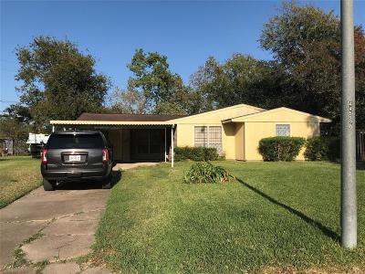 Houston Single Family Home For Sale: 5643 Heron Drive