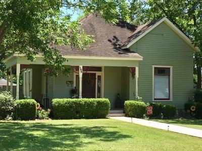 Weimar Single Family Home For Sale: 100 E Saint Charles Street