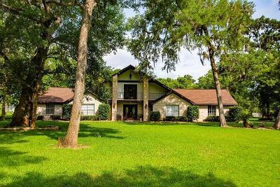 Lake Jackson Single Family Home For Sale: 105 Deer Trail