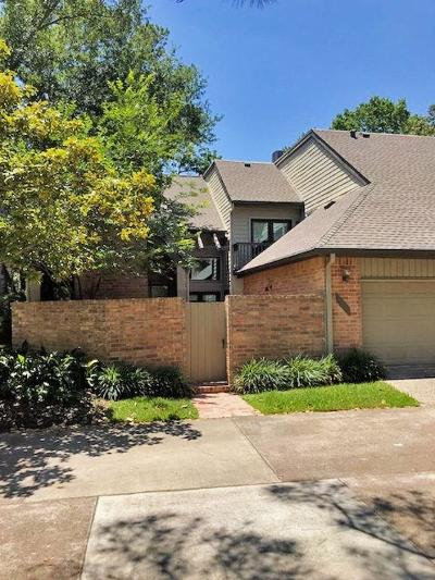 Houston Condo/Townhouse For Sale: 330 Sugarberry Circle