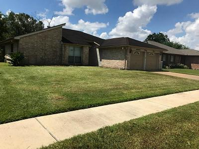 Single Family Home For Sale: 1727 Meadow Green