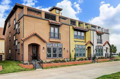 Condo/Townhouse For Sale: 10 W Oaks Drive