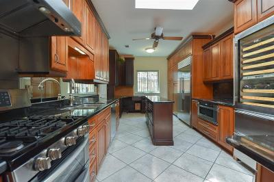 Harris County Condo/Townhouse For Sale: 2006 Stonewalk Drive