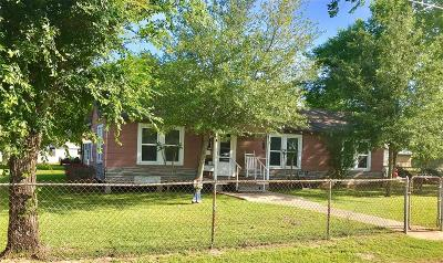 Willis Single Family Home For Sale: 310 1st Street