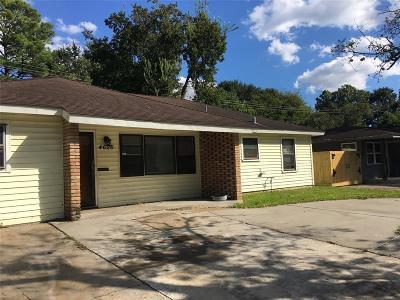 Oak Forest Single Family Home For Sale: 4626 Ella Boulevard