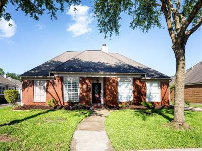 League City Single Family Home For Sale: 2105 Royal Oaks Drive