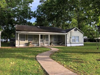 Sweeny Single Family Home For Sale: 505 E 4th Street