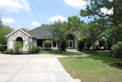Friendswood Single Family Home For Sale: 105 Rustic Lane