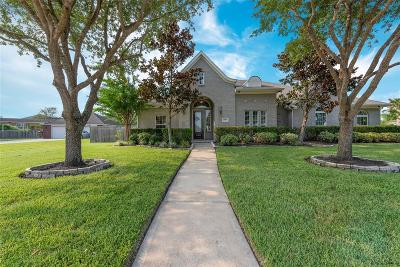 Pearland Single Family Home For Sale: 11803 Crescent Bluff Drive