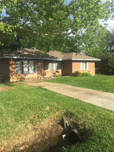 Single Family Home For Sale: 10458 Castleton Street