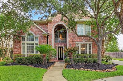 Sugar Land Single Family Home For Sale: 6439 Hidden Crest Way