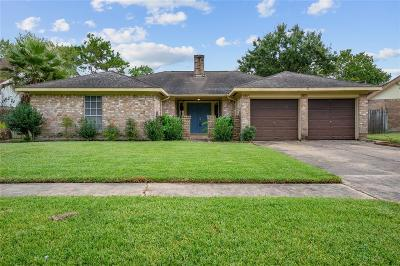 Single Family Home For Sale: 830 Walbrook Drive