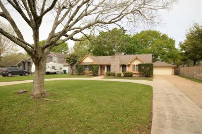 Pearland Single Family Home For Sale: 3408 E Circle Drive