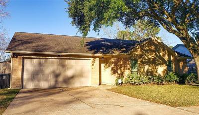 Single Family Home For Sale: 10 Oak Harbor Drive