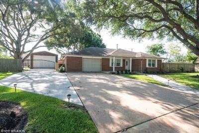 League City Single Family Home For Sale: 2325 Viola Drive