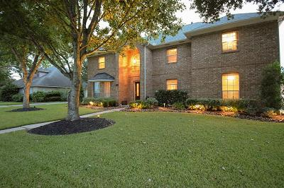 Friendswood Single Family Home For Sale: 2010 Plantation