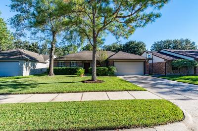Friendswood Single Family Home For Sale: 15803 Heritage Falls Drive
