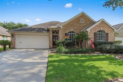 Spring Single Family Home For Sale: 2427 Crescent Hollow Court