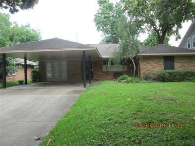 Oak Forest Single Family Home For Sale: 2030 Chantilly Lane