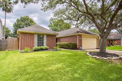 Pearland Single Family Home For Sale: 4915 Meadowglen Drive