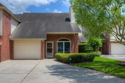Conroe Condo/Townhouse For Sale: 445 N Rivershire Drive