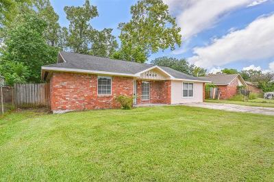 Baytown Single Family Home For Sale: 5303 Hemlock Drive