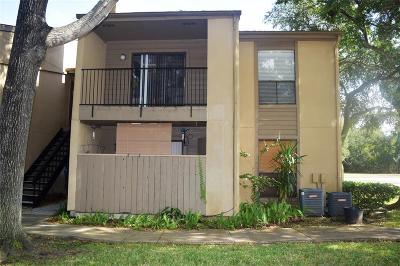 Seabrook Condo/Townhouse For Sale: 3300 Pebblebrook #E 74