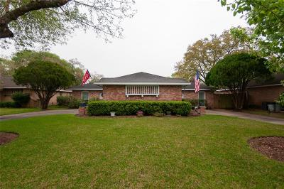 Friendswood Single Family Home For Sale: 313 Stonehenge Lane