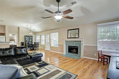 Sugar Land Single Family Home For Sale: 6827 Shady Lane