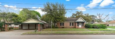 Single Family Home For Sale: 411 Cavalcade Street