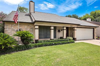 Pearland Single Family Home For Sale: 3701 Helen Lane