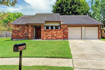 Friendswood Single Family Home For Sale: 2303 Pilgrims Bend Drive