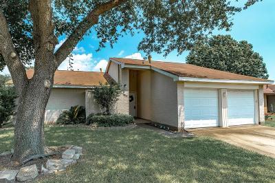 La Porte Single Family Home For Sale: 1129 Maple Creek Drive
