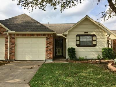 Pearland Condo/Townhouse For Sale: 618 W Country Grove Circle