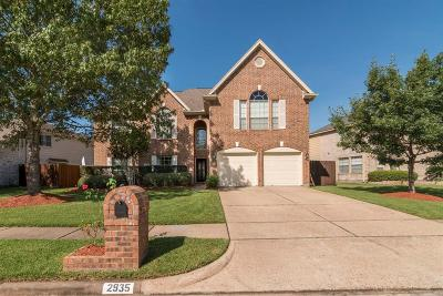 Friendswood Single Family Home For Sale: 2935 Regata Run Drive